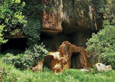 Parco di Marturanum, tombe a portico