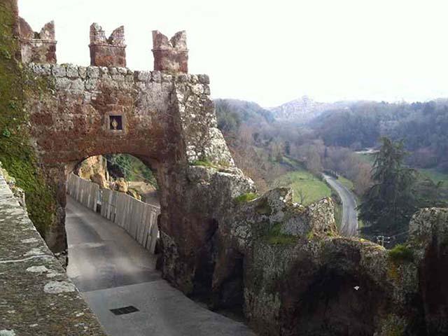 Il portale di Civitella Cesi