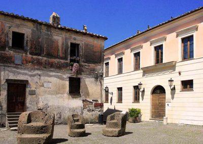 Calcata, Lazio, piazza del paese